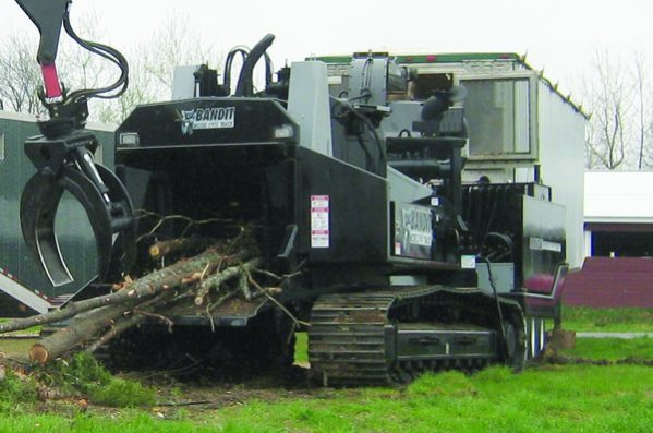 Bandit 2400XP Track DISC Style Whole Tree Chipper full
