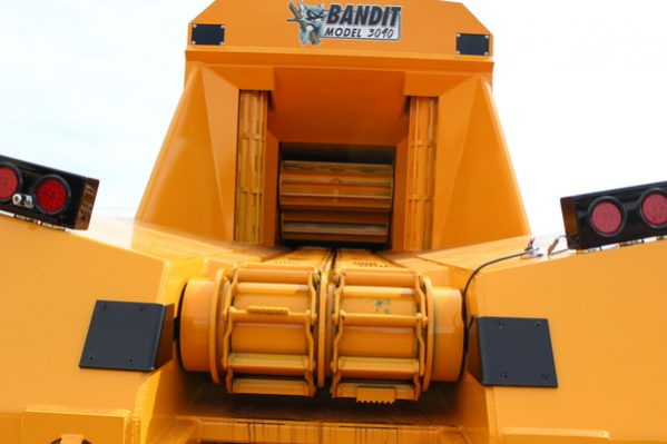 Bandit 3090 Towable DRUM Style Whole Tree Chipper full